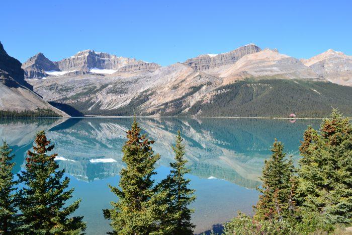 Lago Bow en las Montañas Rocosas
