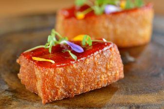 A Casa do Porco Bar Chef Jefferson Rueda Torresmo de panceta com Goiabada