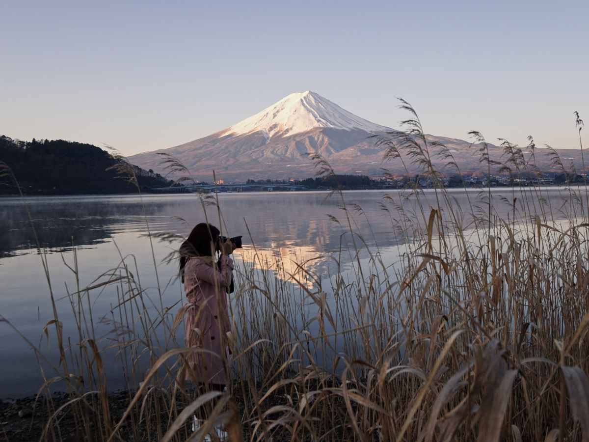 Being a photographer is a great option if you're looking for travel jobs.
