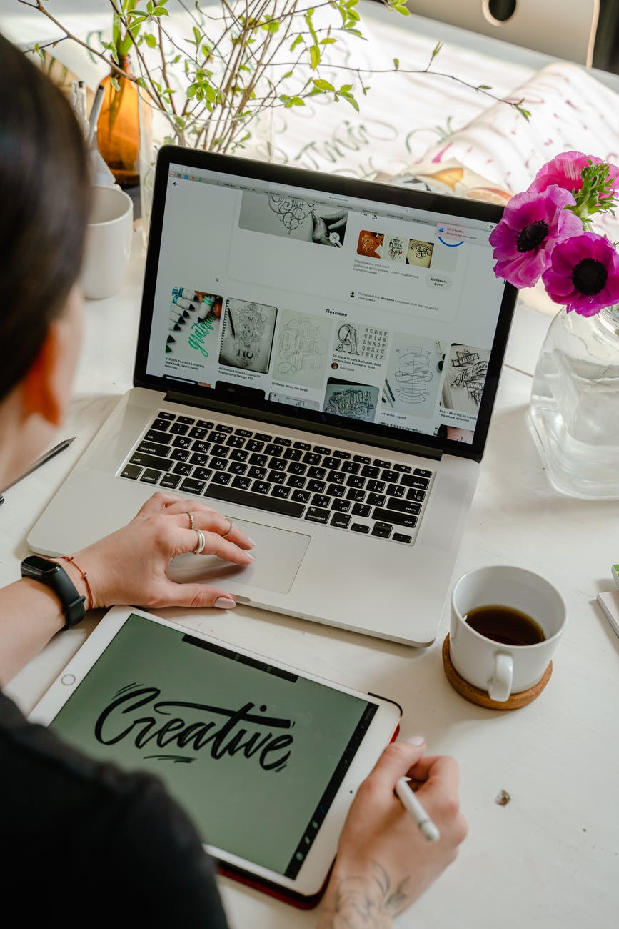 Become a graphic designer if you're looking for travel jobs