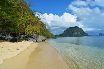Kayaking around Cadlao Island