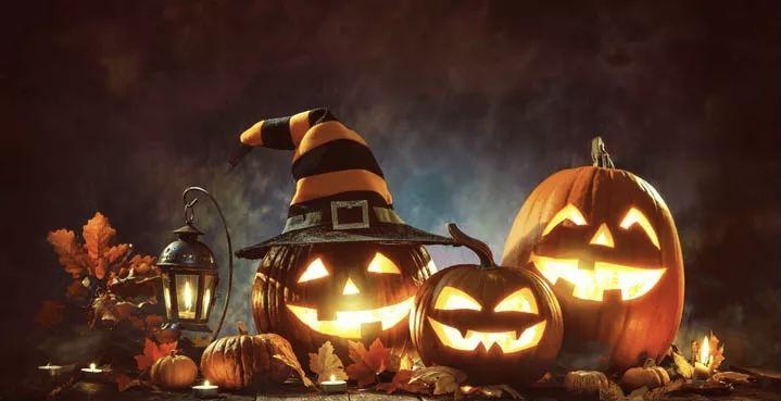Halloween pumpkins with hats