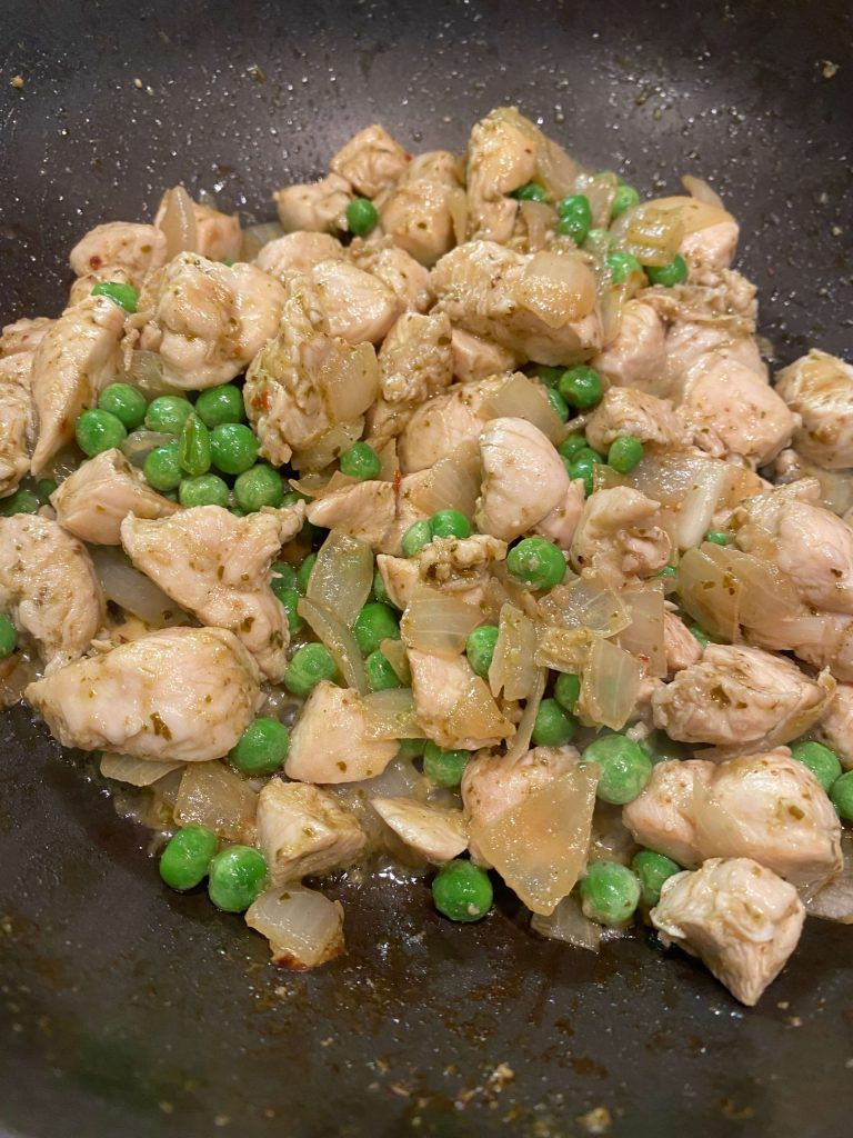 Chicken, onion and peas in pan