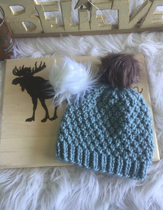 Seed stitch free knitted beanie pattern