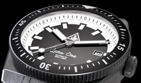 Luna One watch 1