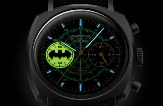 undone batman lume bat logo