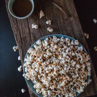 Salted Caramel Popcorn | www.thenutfreevegan.net