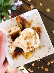 fried bananas with coconut cream