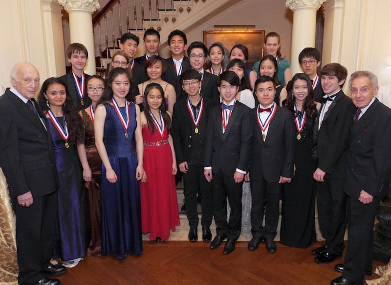 15-Twenty-two-Laureates-of-the-2016-NYIPC