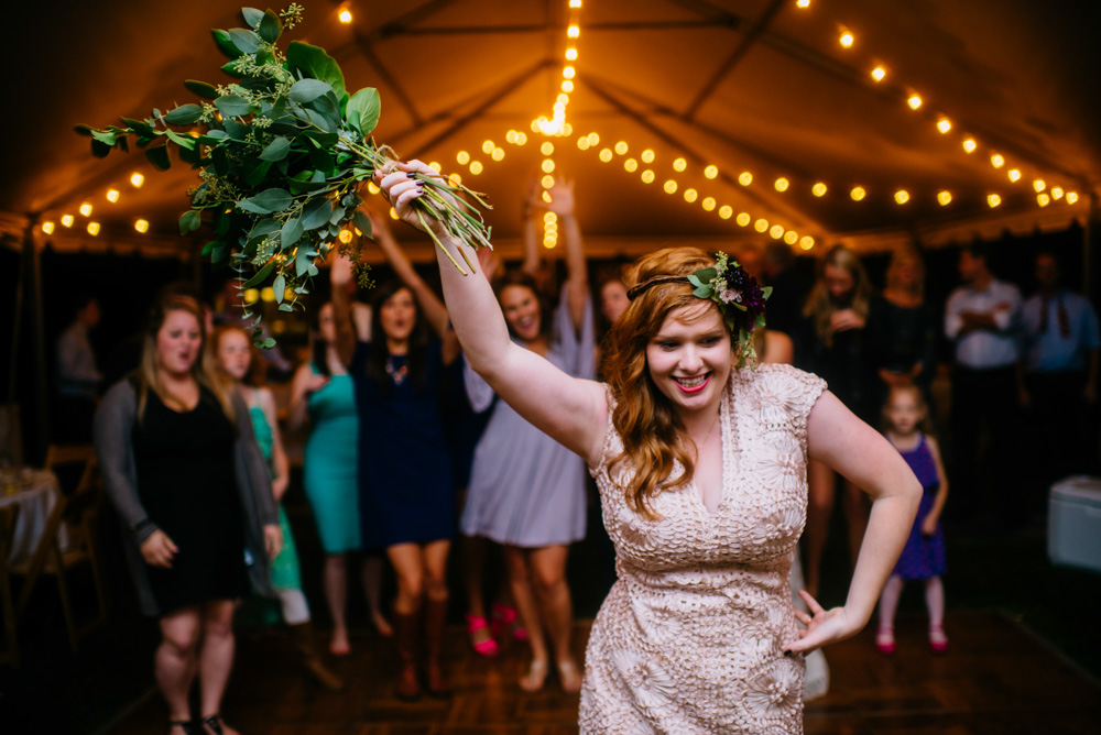 bouquet toss wedding reception photography by charleston wv photographers the oberports