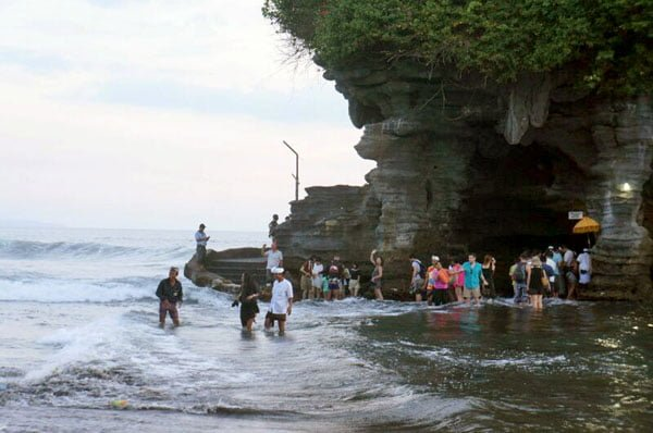 Bali Tanah Lot Wave