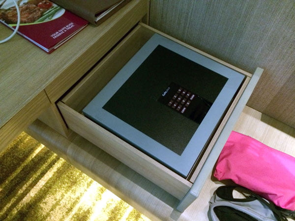 Crowne Plaza Changi Airport - Room Safe