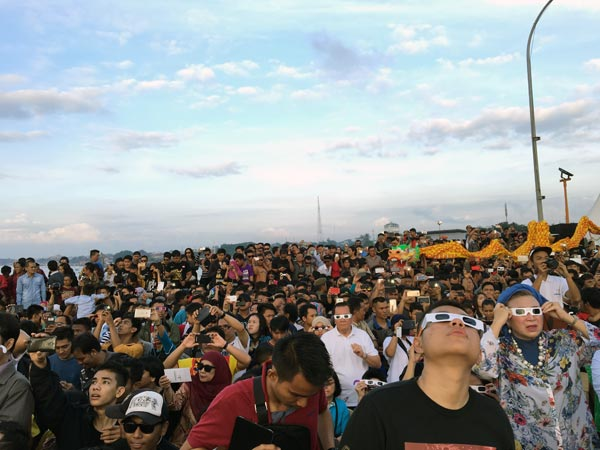 South Sumatra Palembang Eclipse Bridge Crowds