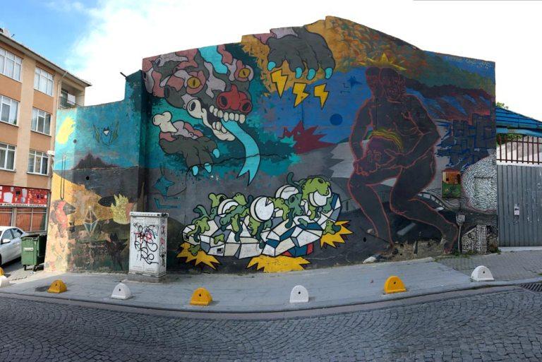 Istanbul Kadikoy Street Art Canavar Cins Rad