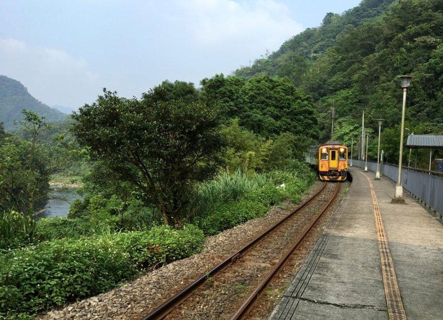 New Taipei Sandiaoling Da Hua Train Station