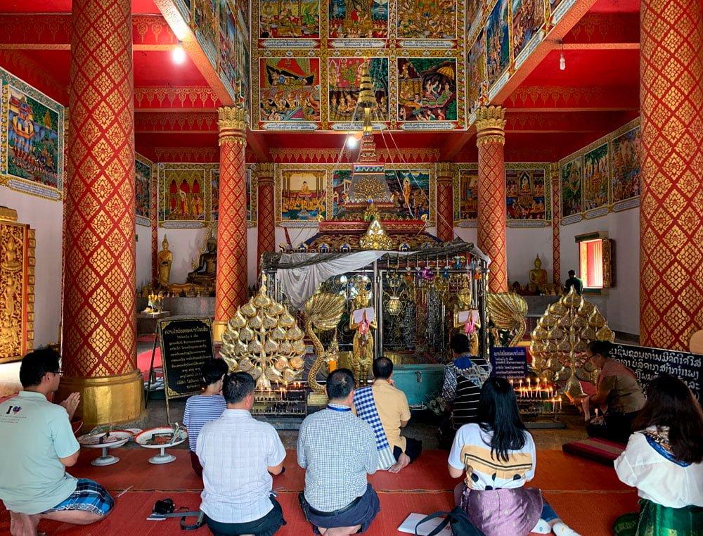 Laos Bolikhamsay Phabath Praying