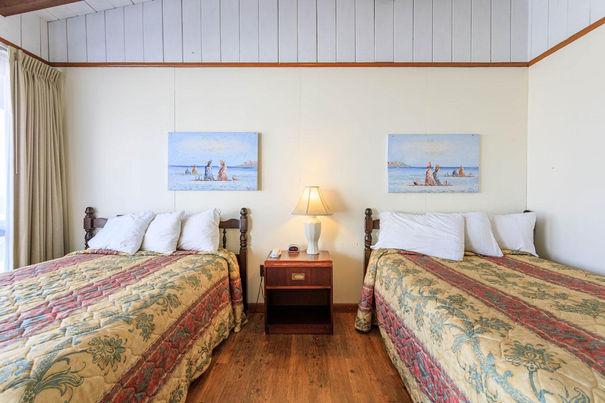 Ocean House Motel Ocean Poolside Room Beds