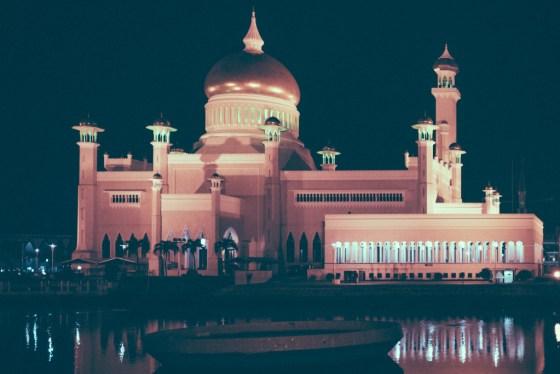 The most majestic mosque in Brunei, Sultan Omar Ali Saifuddin Mosque.