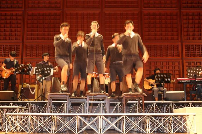 Supported by an excellent band, the cast work their magic on stage.