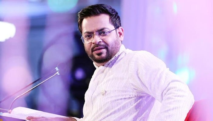 Aamir Liaquat yell at traffic police