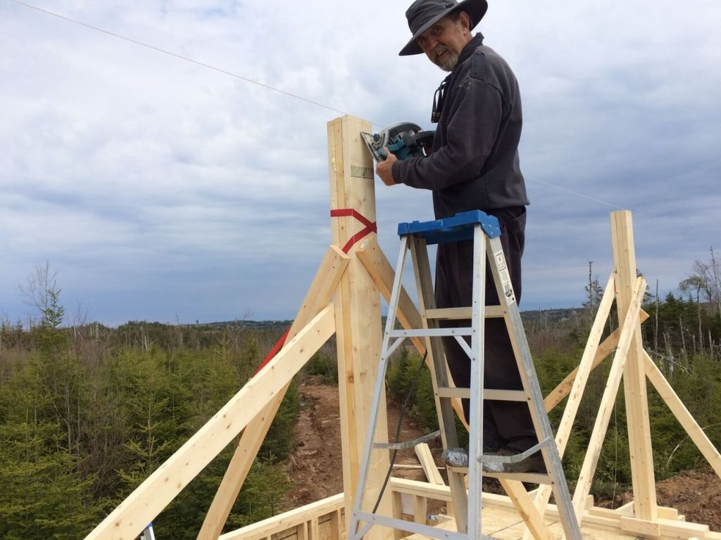 Trimming-The-Off-Grid-Cabin-Roof-Ridge-Beam-Post-1