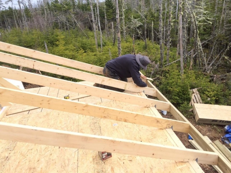 Aligning-Fascia-on-The-Off-Grid-Cabin-roof
