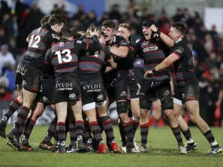 Edinburgh players celebrate Duncan Weir's last-gasp winner