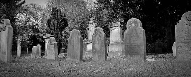 Picture of tombstones at http://theolddirtroad.com