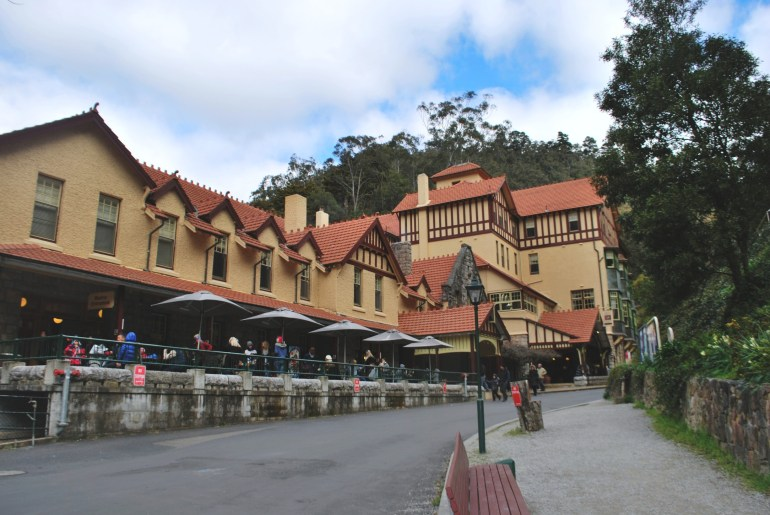 Jenolan Caves Tourist Center