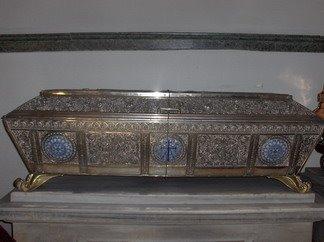 Racla cu Sfintele Moaste al Sfintei Mucenite Eufimia, in care parintii de la Calcedon au pus cele doua marturisiri de credinta