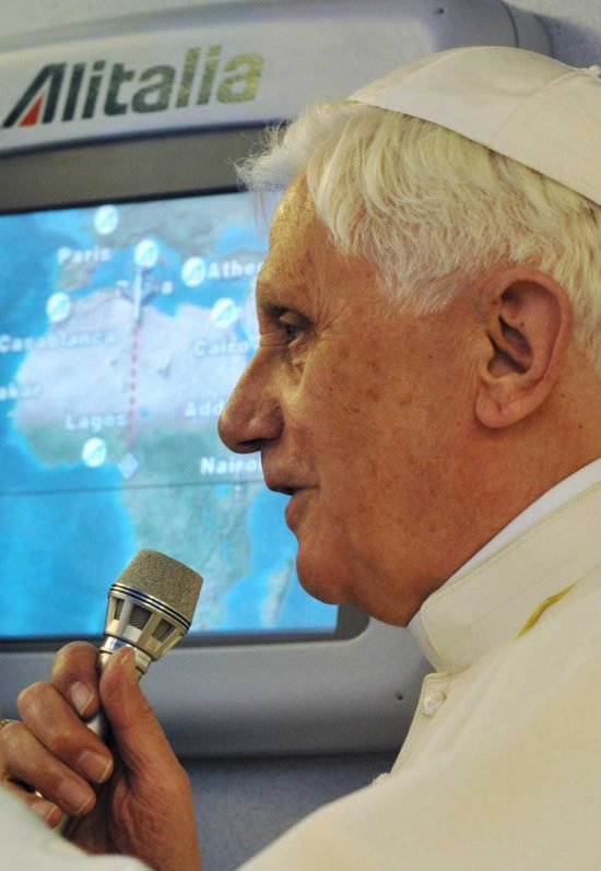 pope-benedict-in-airplane-to-africa