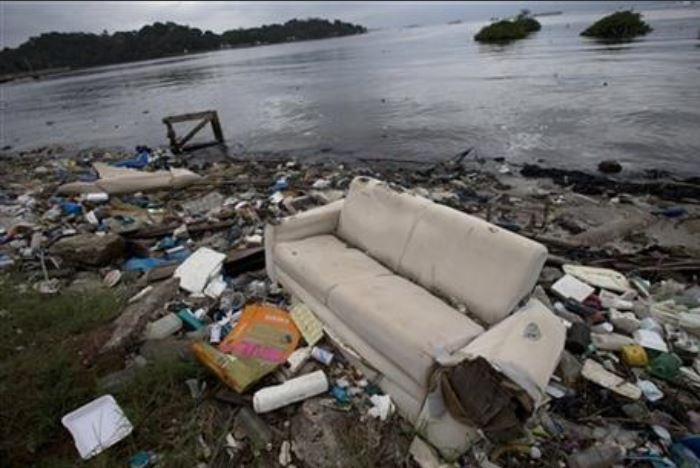 Garbage on the shore of Guanabara Bay_1June 2015