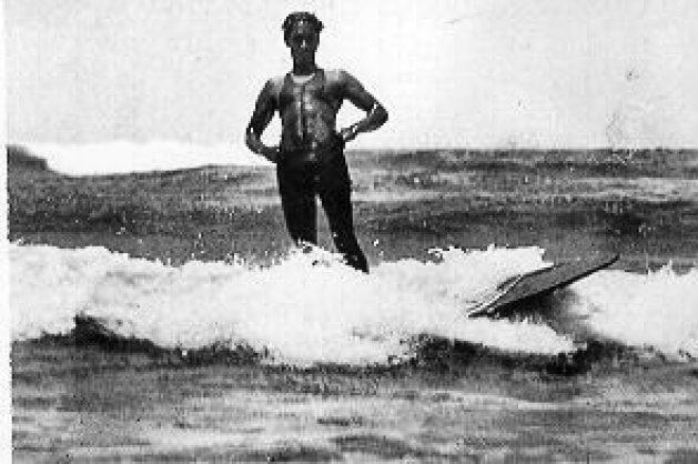Duke Kahanamoku surfing in Australia