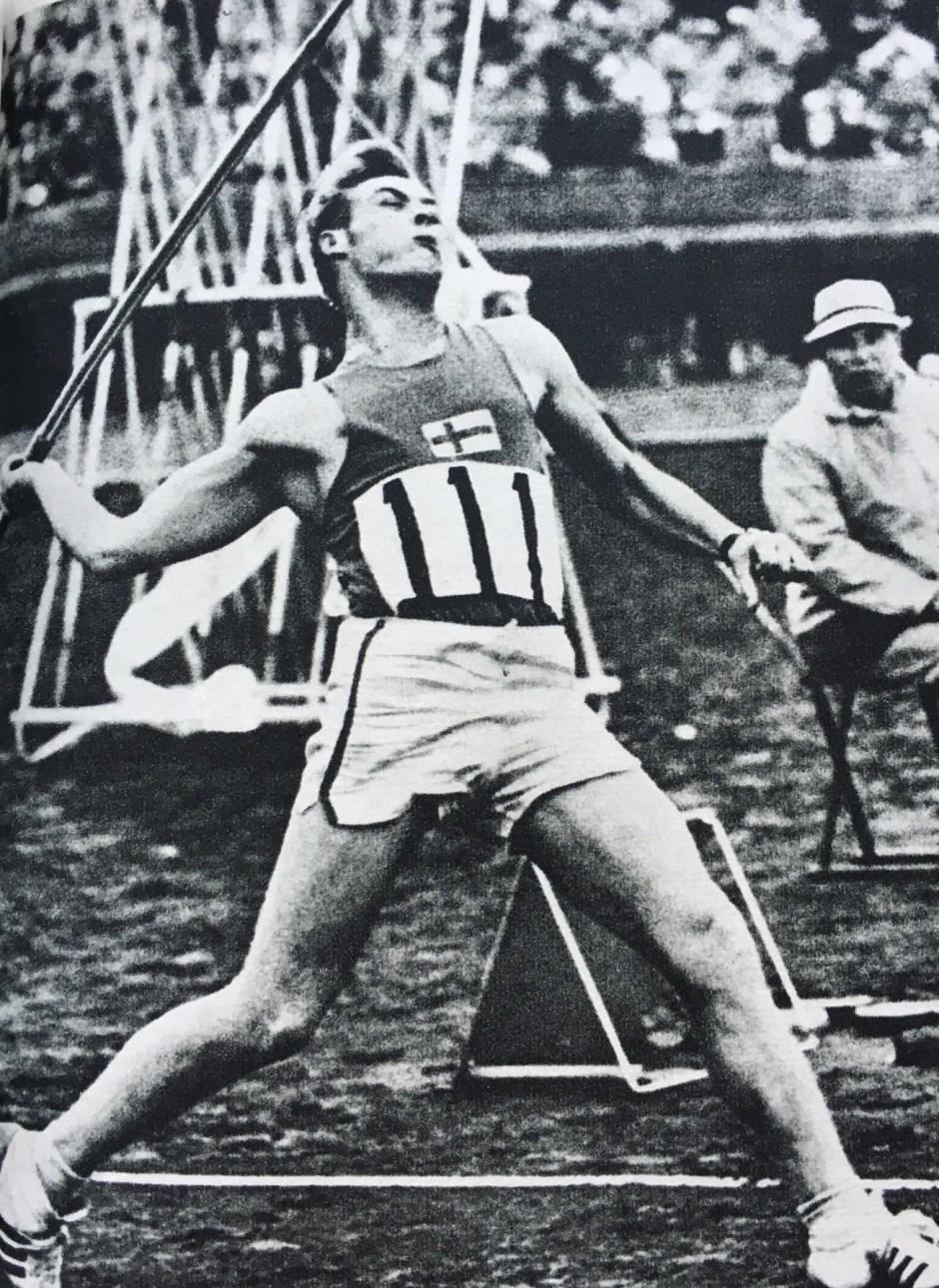 Pauli Nevala throwing in Tokyo_Tokyo Olympiad Kyodo News Agency