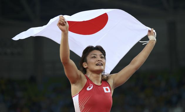kaori-icho-and-flag-in-rio