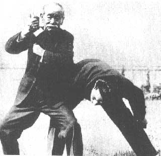 jigoro-kano-at-a-demonstration-in-vienna