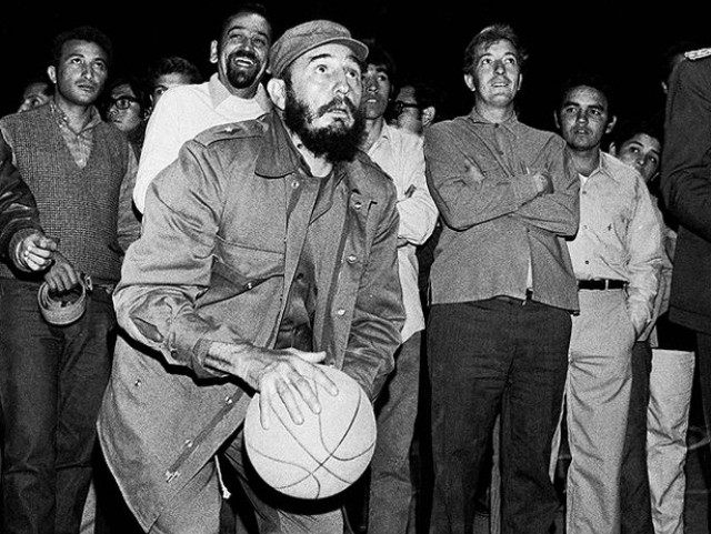 fidel-castro-at-basketball-clinic