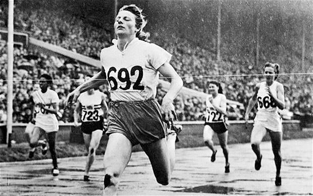 Fanny Blankers-Koen winning 200 meters in London