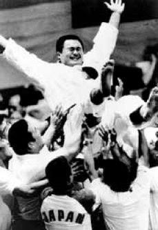 Yasuhiro Yamashita tossed in the air