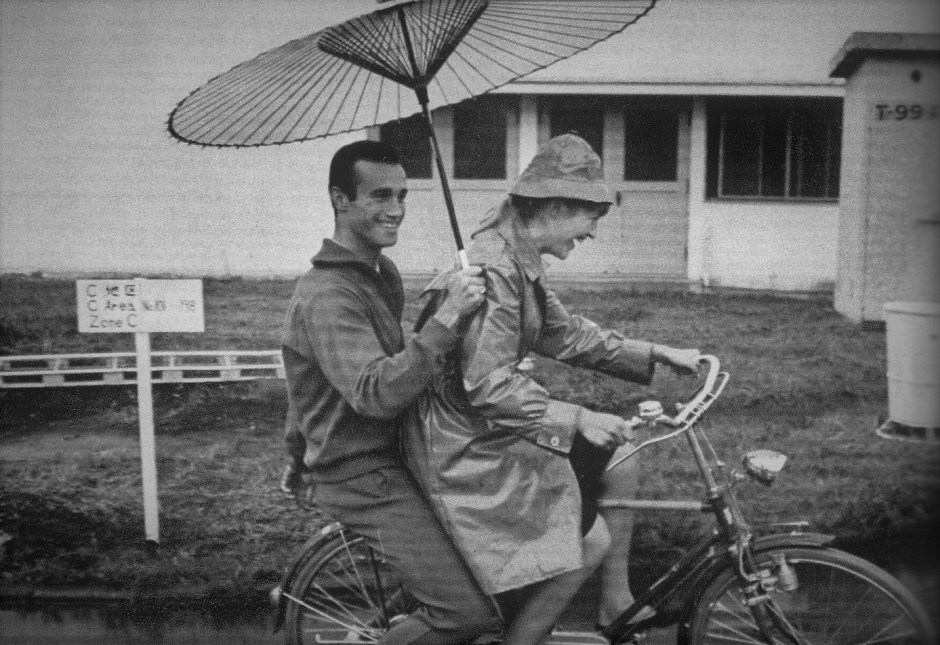 French fencers Jean-Claude Magnan and Cathérine Rousselet-Ceretti on bicycles_Bi to Chikara