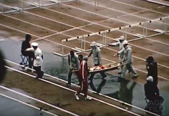 women hurdles carried off_Merz Film