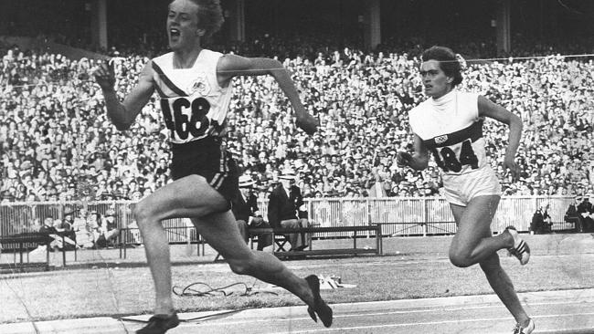 Betty Cuthbert 4_winning gold in the 200-meters at the 1956 Melbourne Games