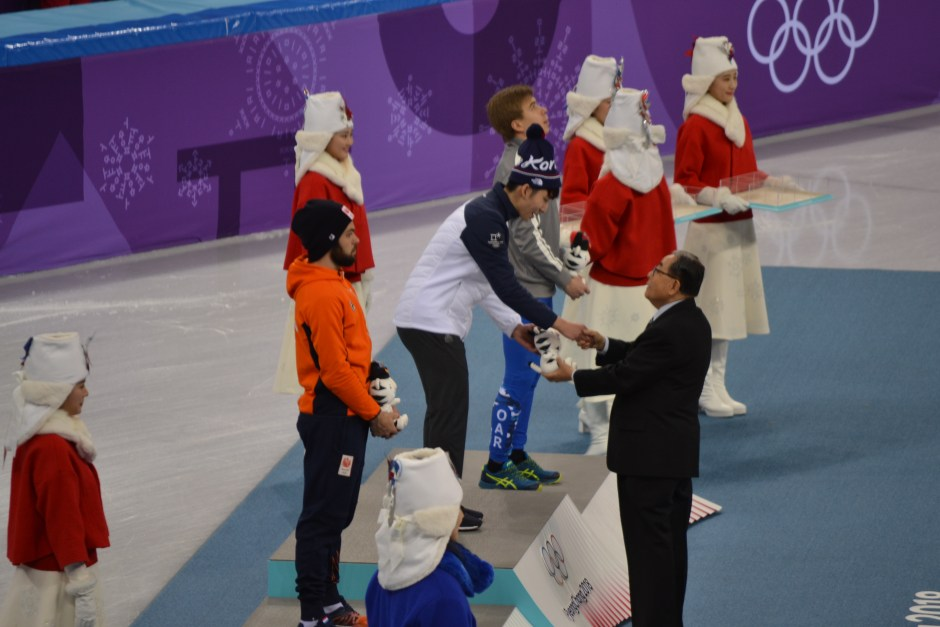 Lim accepts gold medal