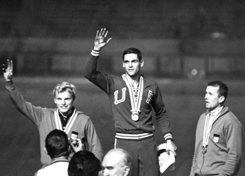 Fred Hansen on the medal podium