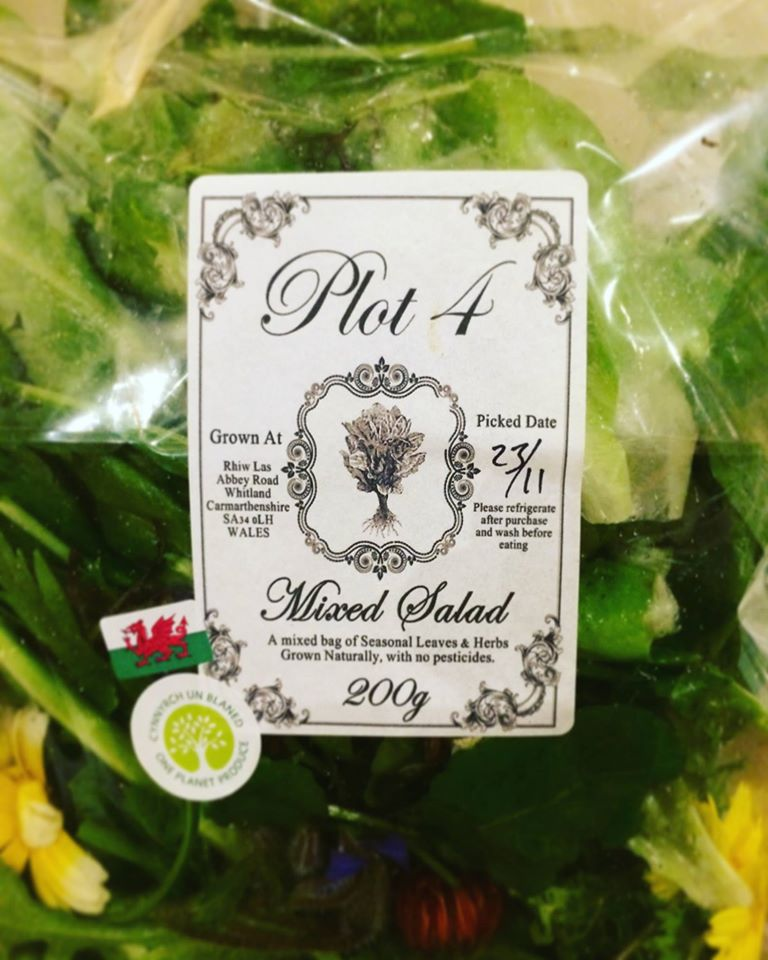 salad leaves with one planet produce label