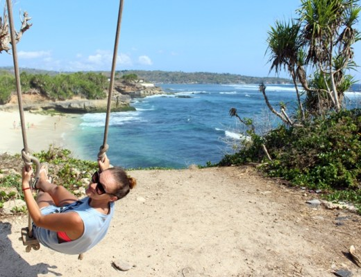 Swing close to the Dream beach Nusa Lembongan island