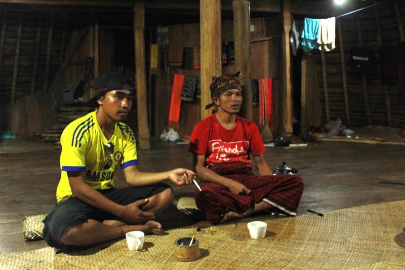 Marcel, ktorý žije vo Wae Rebo a Carlos, náš kamoš z Labuan Bajo