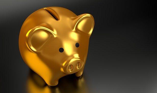 Gold Piggy Bank-640x380