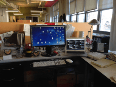 photo-desk-area_P-yam