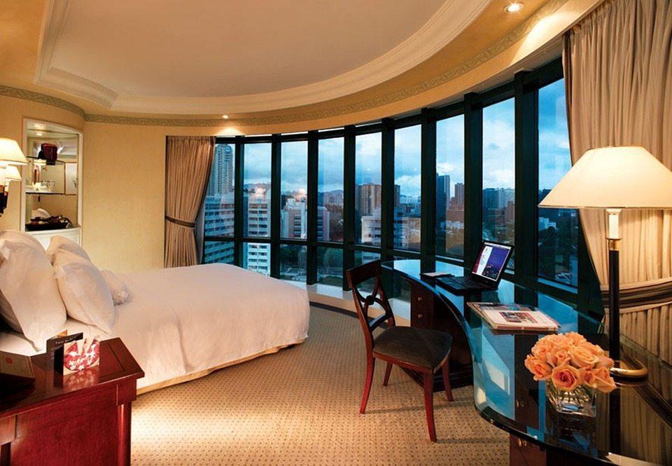 luxury-hotel-room